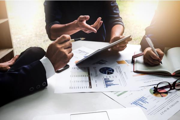 Analizar el rendimiento con KPIs personalizables y un soporte continuo