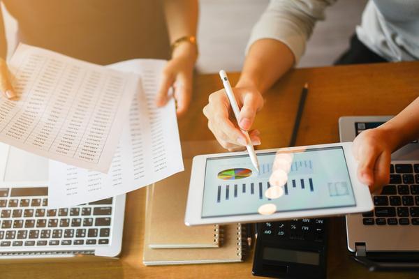 Revisando las operaciones y los ciclos de mantenimiento en la gestión de costes de flotas